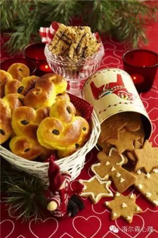 △可爱的小姜饼和金黄色的面包
